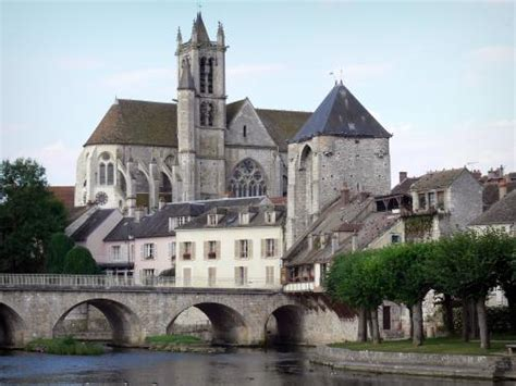 Moret-sur-Loing - Tourism & Holiday Guide